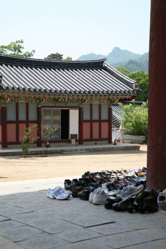 Korean temples are beautiful and peaceful. Click here to find out more about them.