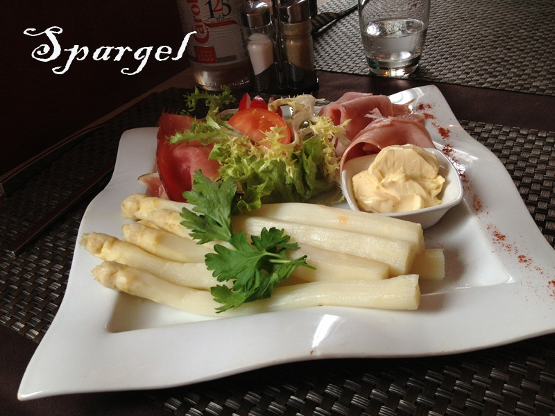 Spargel, served with ham and mayonnaise and a small salad. Yum!