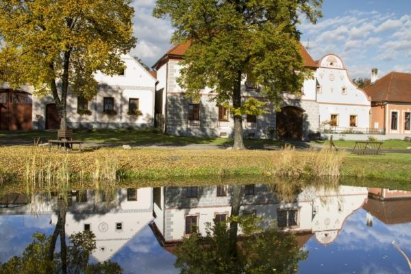 Stunning Baroque farmhouse with reflections in Holašovice.