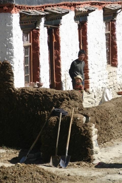mud hut Tibet