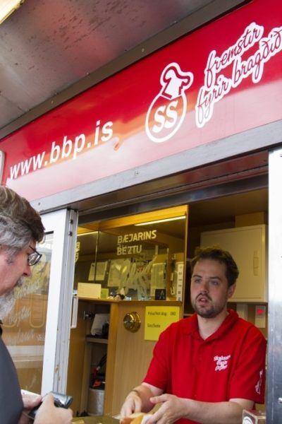 Jim buys a hot dog from the famous Bæjarins Beztu Pylsur in Reykjavik.