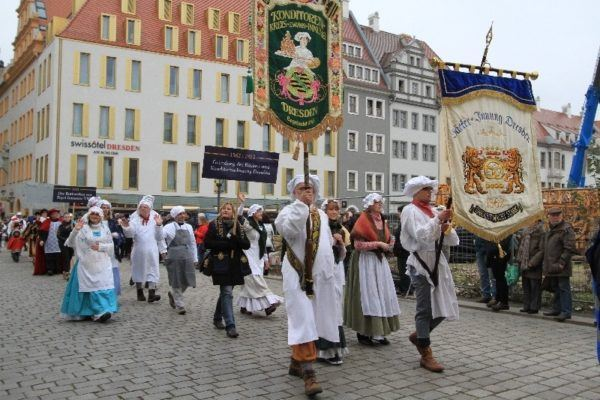 More parade walkers, this time from the Konditorei, or Bakeries.