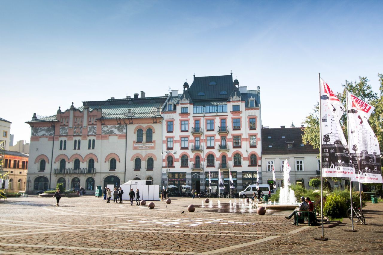 Looking for fun things to do in Krakow, walk around old town.