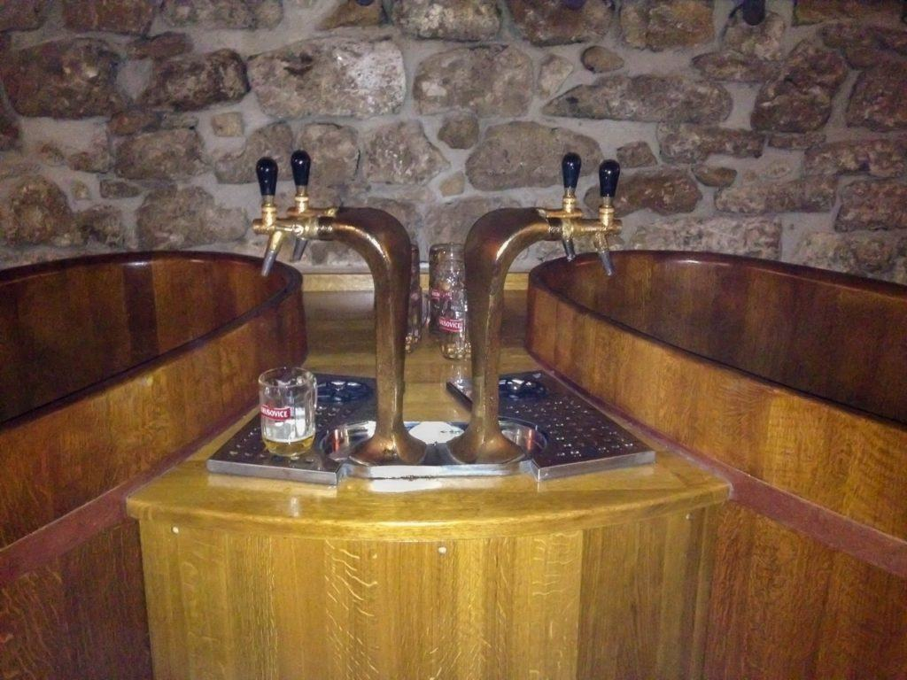 Beer taps in the middle of two wooden beer spa tubs