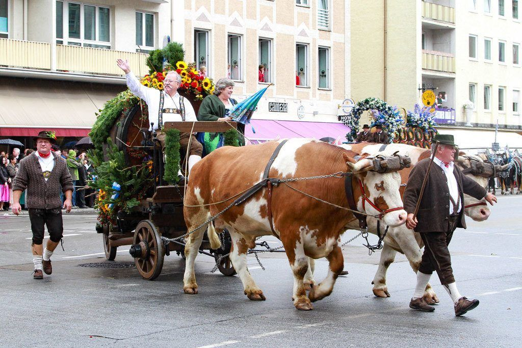Beer, floats, lederhosen and more at the Oktoberfest opening parade.