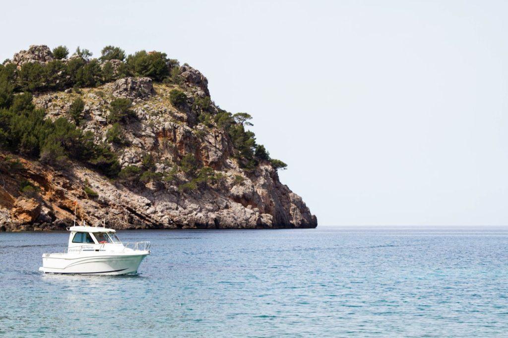 Mallorca has many bays.