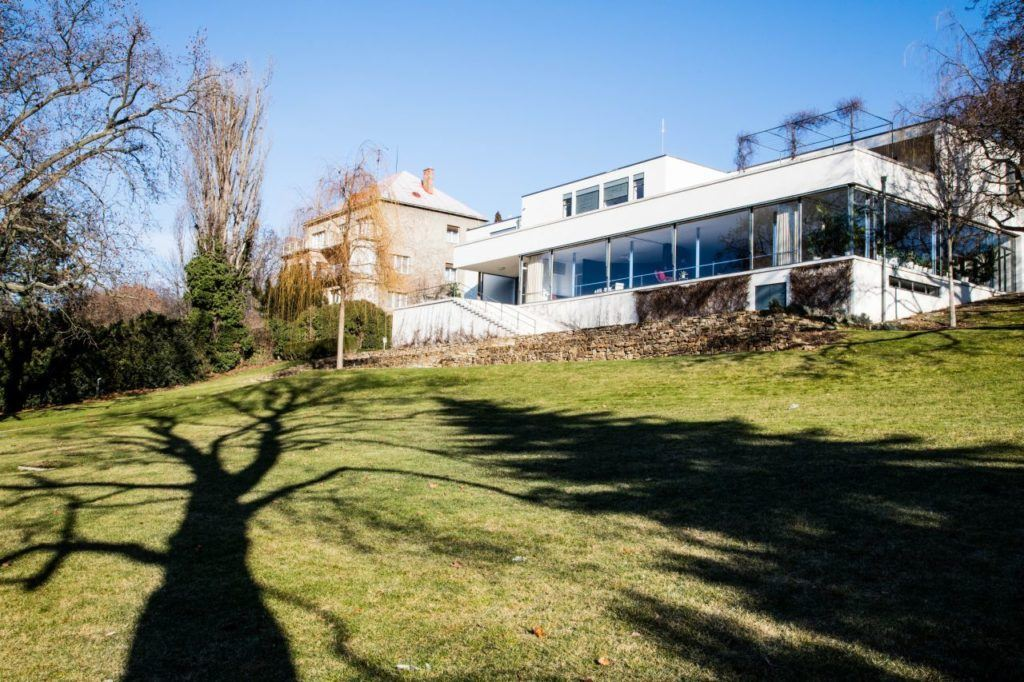 Exterior view Villa Tugendhat from the backyard.