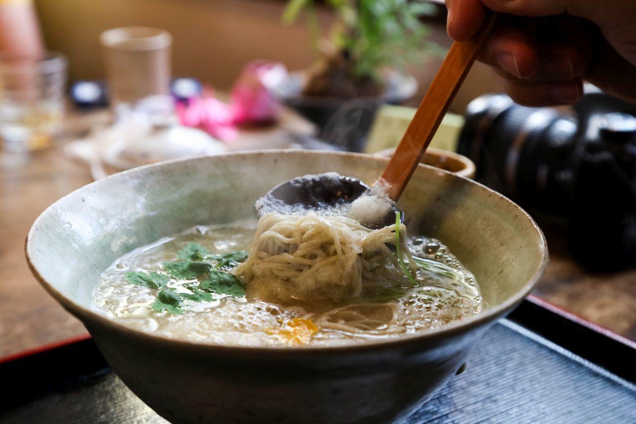 Soba noodles served hot