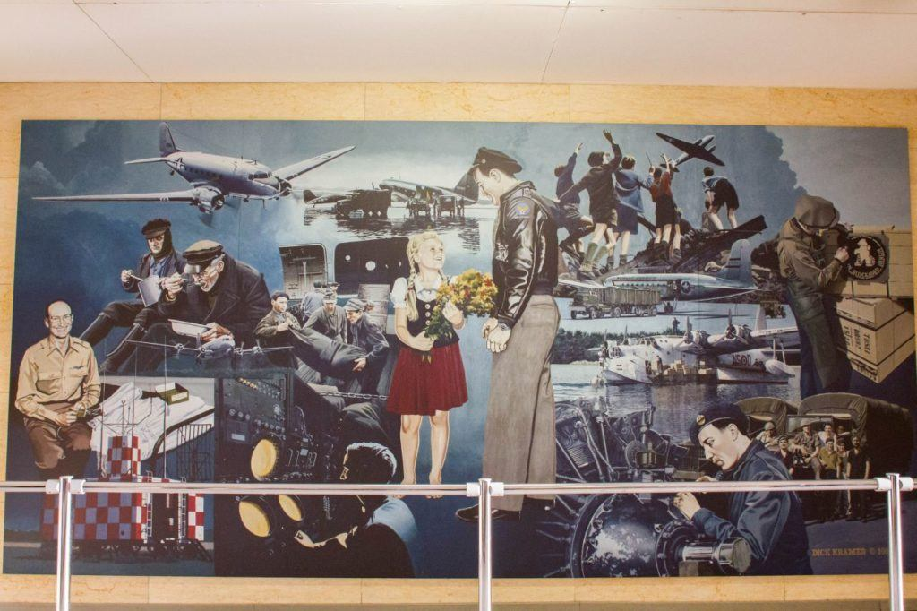 This mural tells the whole story of the Berlin Airlift in one picture.