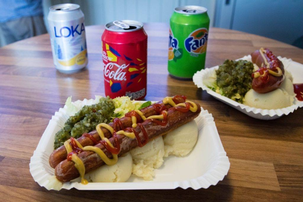 Hot dogs and mashed potatoes at the Kalmar grill.