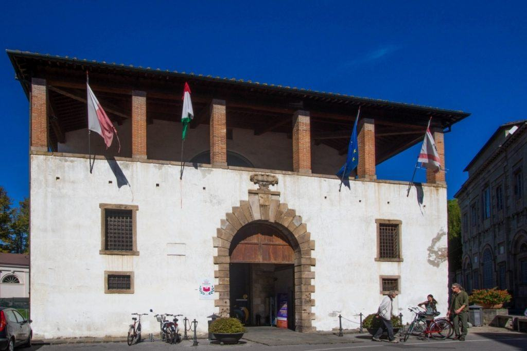 Lucca city guide and tourist information office.