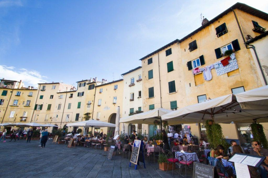 Outside dining on dell'Anfiteatro Piazza Lucca.