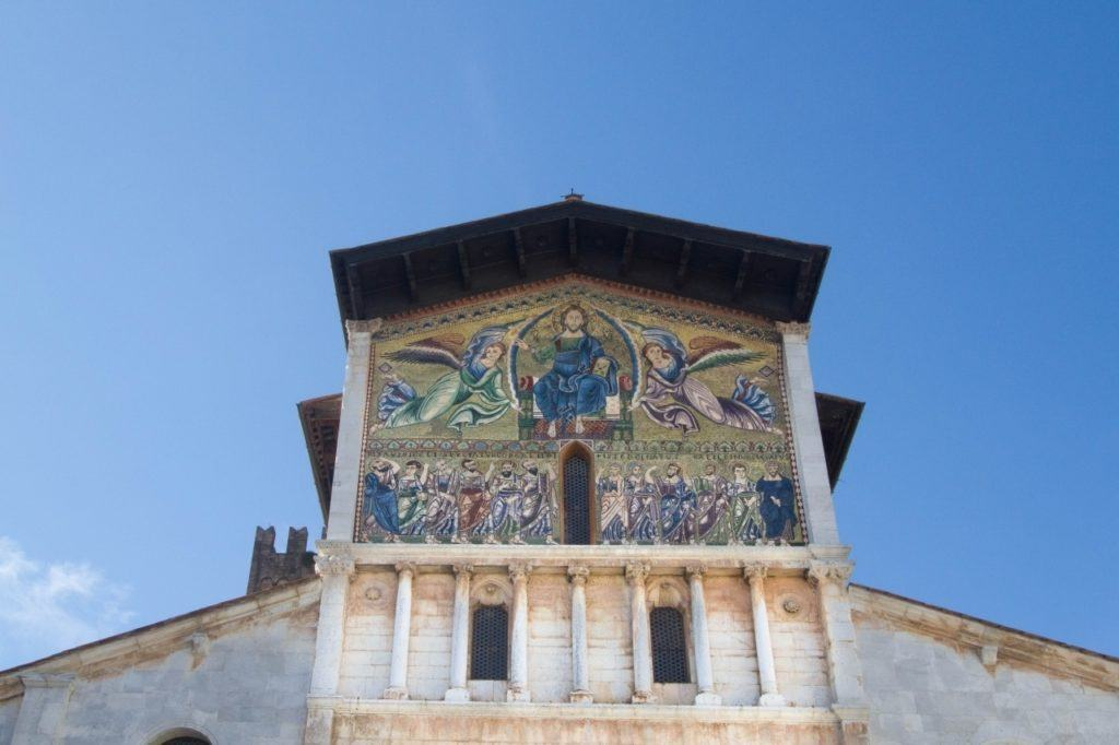 Mosaic showing two angels and Jesus on the throne on Basilica San Frediano in Lucca.