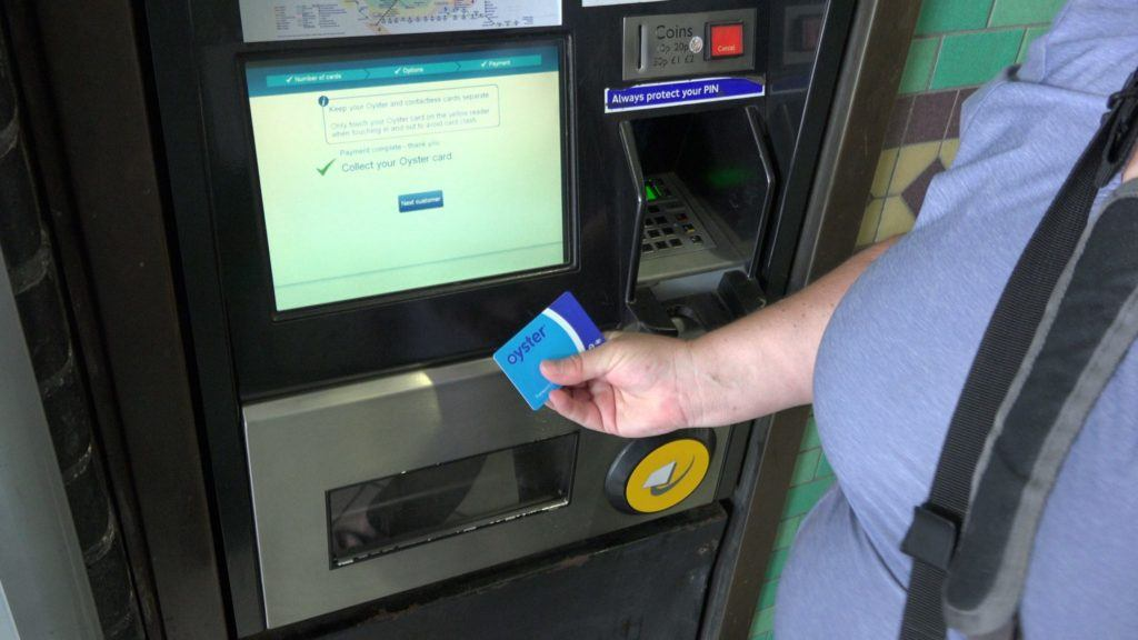 How to buy and use an oyster card, London.