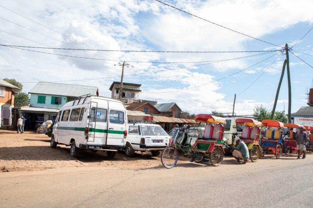 Rickshaws, vans, and cars.