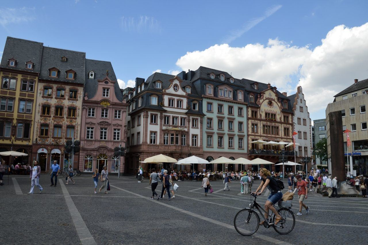 Main square in Mainz filled with people.