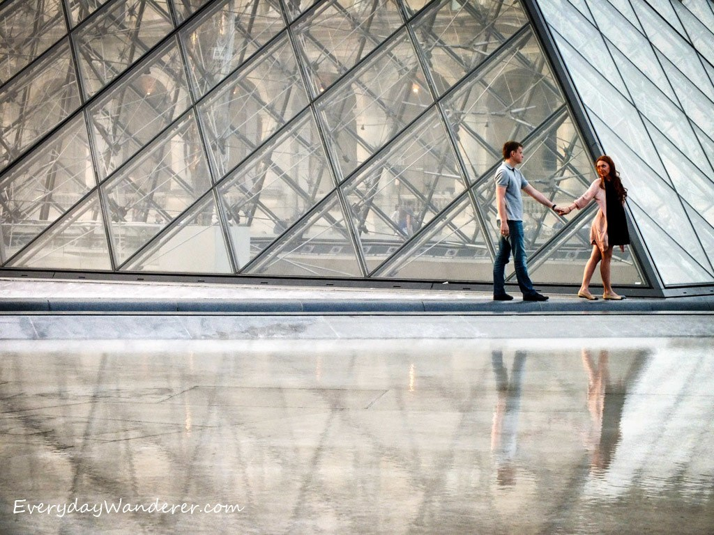 Louvre Lovers holding hands by Everyday Wanderer